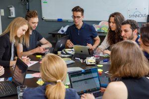 Mitarbeiter*innen von der Synnous Consulting GmbH im HR Workshop im STARTPLATZ Düsseldorf
