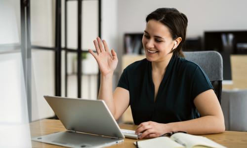 Synnous Mitarbeiterin beim Online Recruiting Interview
